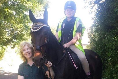 =10th Siobhan Dallaway - Oakview Shadow (UK) - June 2017 Class 2 Best Friends